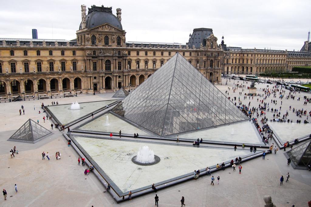 El Louvre cerró ayer sus puertas debido a una huelga de trabajadores del museo