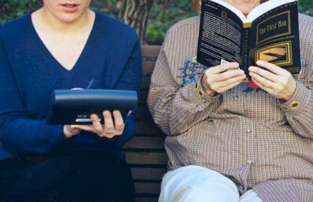 Los libros electrónicos se meten en las bibliotecas, ¿el fin del mundo?