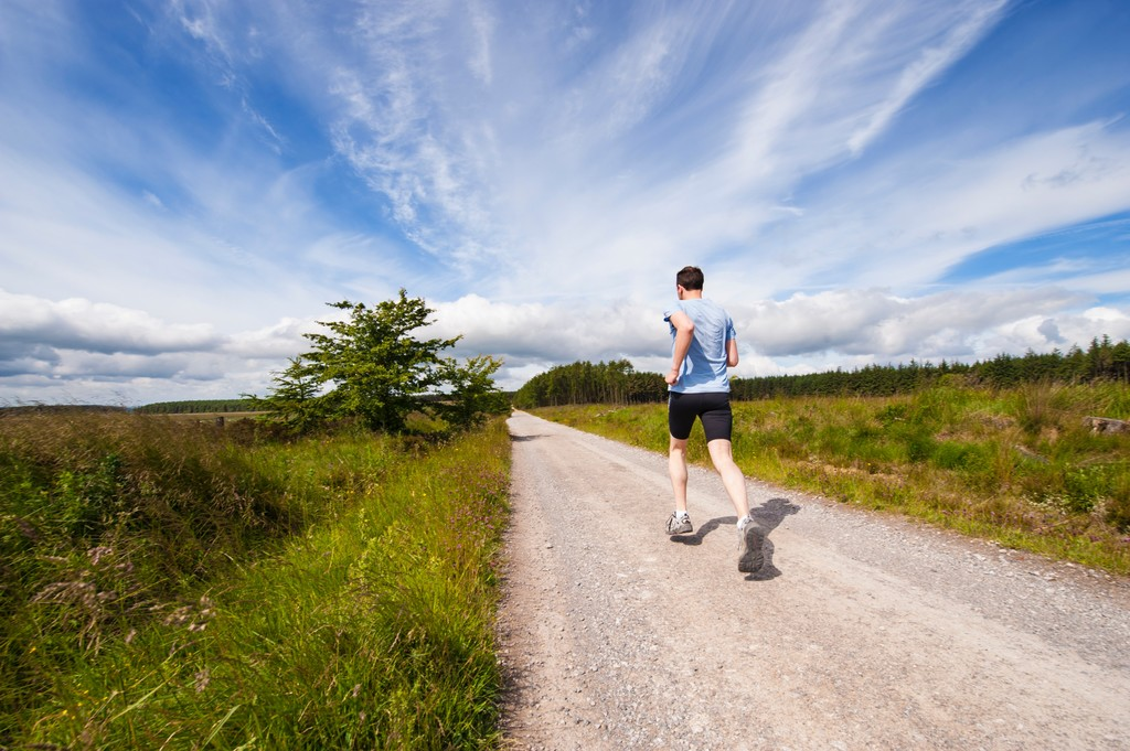 Salir a correr de menos a más: qué beneficios podemos obtener con este método de entrenamiento