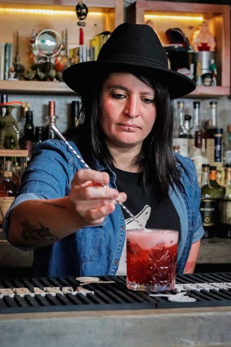 Conoce a la mexicana que está nominada a la mejor Bartender Internacional en los Spirit Awards 2020: ella es Claudia Cabrera