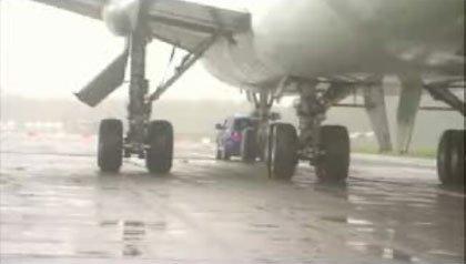 El vídeo del Touareg remolcando un Boeing 747