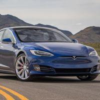 Tesla desactiva el piloto automático de un Model S de segunda mano que sí tenía esa opción sin avisar al comprador