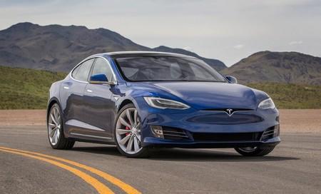 Tesla deshabilita el piloto automático en el Model S de un propietario: no pagó por esa opción, así que la quitan vía actualización