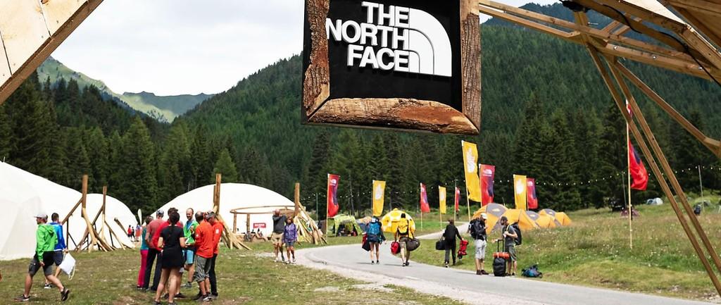 50% de descuento en camisetas, pantalones y chaquetas The North Face disponible en El Corte Inglés
