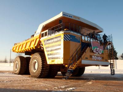 Este mastodonte es el camión más grande del mundo impulsado por motores eléctricos