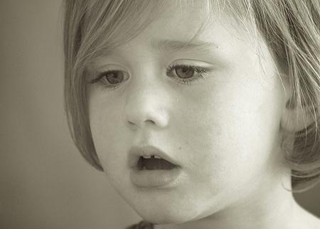 Por qué a los niños les salen llagas en la boca