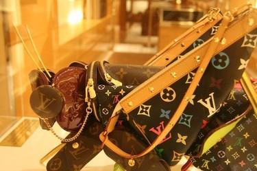 Louis Vuitton y el arte de Billie Achilleos