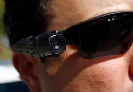 Policías armados y con licencia para... grabar