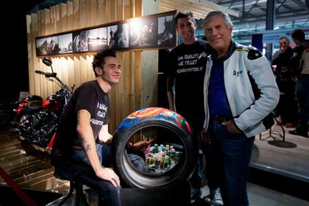Giacomo Agostini visita Pirelli en el EICMA 2012