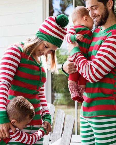 Pijamas A Juego Para Toda La Familia Conjuntados En Navidad Y El