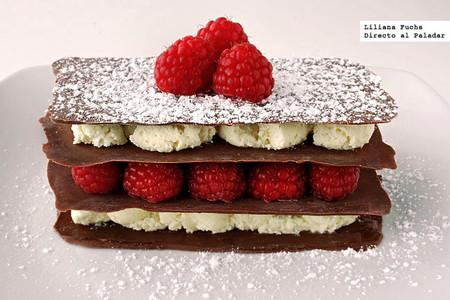Milhojas de chocolates con frambuesas. Receta para San Valentín