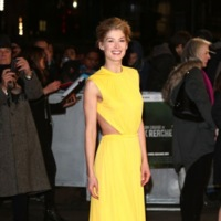 Los vestidos amarillos se hacen con las últimas alfombras rojas del año