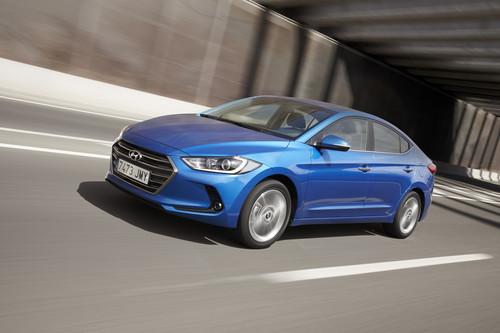 Ahora sí, ahora el Hyundai Elantra tiene un motor diésel para hacer frente a la competencia