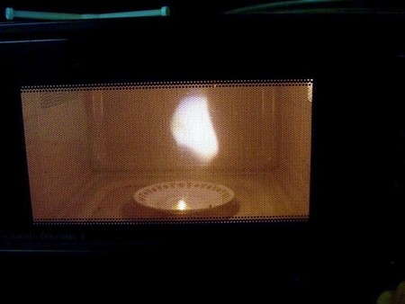 [Vídeo] Creando plasma con uva y un microondas