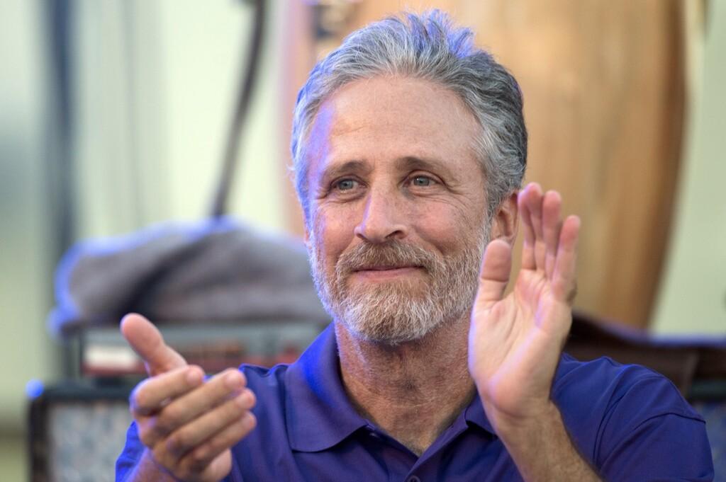 Esta semana en Apple™ TV+: el milagro de estudiar a hablar y la llegada de Jon Stewart