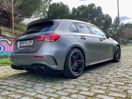 Mercedes-AMG A45 S trasera