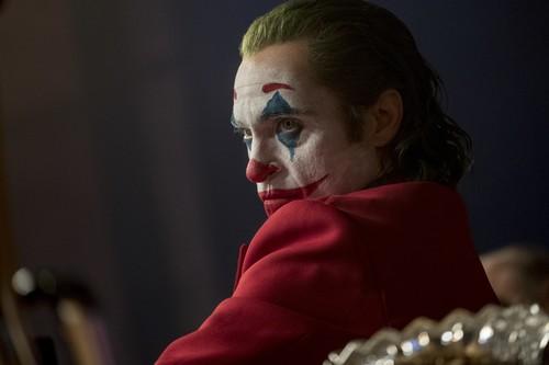 El Joker de Phoenix y Phillips, o cómo jugar con la paradoja constante en un cine de autor y de superhéroes