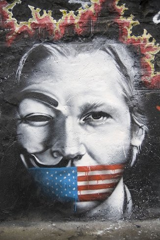 """Assange responde a la policía británica que """"casi seguro"""" que no se entregará"""