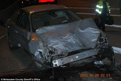 Hay gente con mucha suerte (XCVIII): policía detiene por el parabrisas al sospechoso y su coche