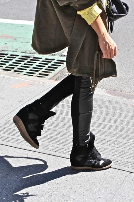 ¡Que no cunda el pánico! Hay clones de las zapatillas de Isabel Marant para rato