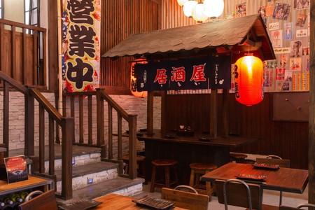 Inspirada en una feria japonesa tradicional, así es la divertida y colorista taberna japo Ninja Ramen