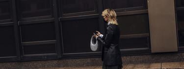 El próximo bolso viral lo firma Coperni y ya ha invadido todo el street style en la Semana de la Moda de París