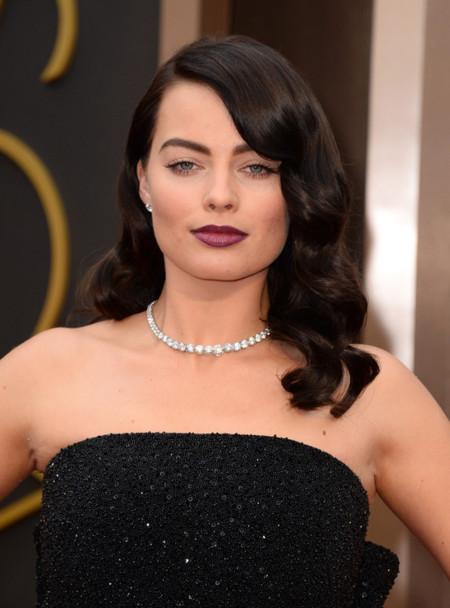 Margot Robbie ya no es la rubia explosiva, ahora es la morena (de Saint Laurent) de los Oscar 2014