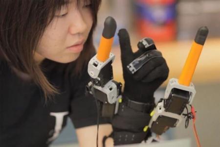 ¿Un par de dedos adicionales? El MIT lo propone a través de un guante