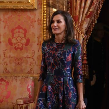 Doña Letizia repite look con este elegante vestido de invitada