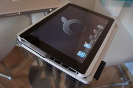 Podemos doblar el Logiteck Keyboard Folio para su uso como Tablet, como podéis ver en la imagen