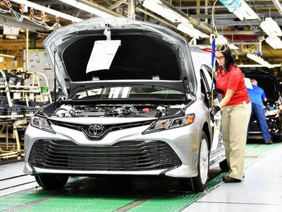 Los huracanes Harvey e Irma causaron el primer aumento de ventas de autos en EE. UU. este año