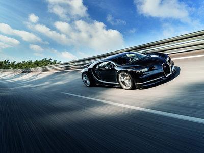 Hace una buena tarde para mirar el velocímetro de un Bugatti Chiron alcanzando los 351 km/h