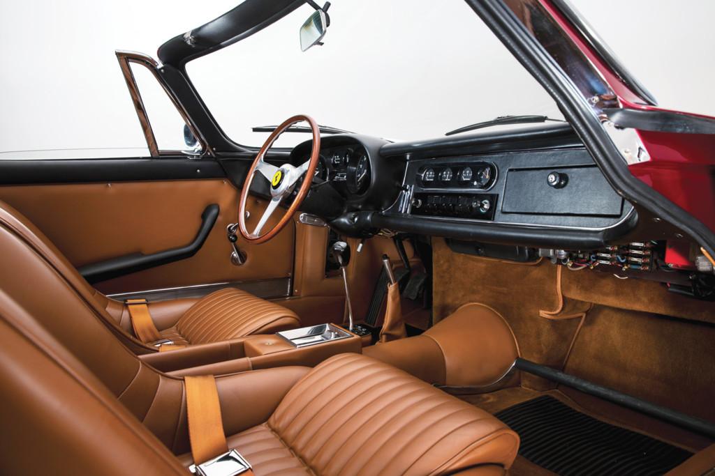 Ferrari 275 GTS/4 NART Spider interior