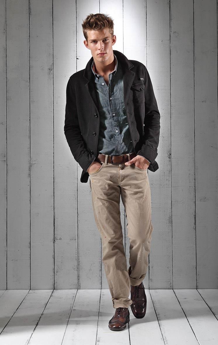 Foto de Lookbook primaveral: Love Moschino Men Primavera-Verano 2011 (22/23)