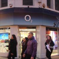 Telefónica en Reino Unido: de la venta frustrada de O2 a su fortalecimiento, pendiente de subastas