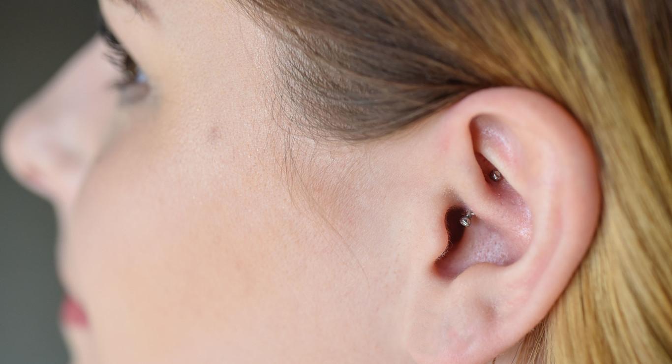 Que significa tener un arete en la oreja derecha