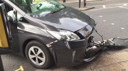 Prius Mercedes Choque
