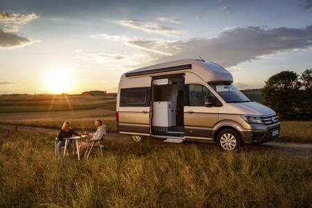 La camper definitiva de Volkswagen se llama Grand California, y es una Crafter con cocina, baño, ducha...