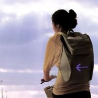 La mochila LED, el gadget que transformará la forma de montar en bicicleta por la ciudad