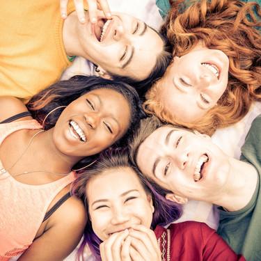 Las amistades en la adolescencia: por qué son importantes y cómo debemos actuar los padres con los amigos de nuestros hijos