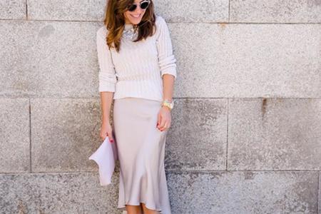 Sí, sí y sí a las faldas midi de satén ¿hay algo más elegante?