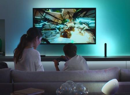El nuevo Philips Hue Play te ayuda a crear un sistema Ambilight sincronizando tus luces inteligentes con las fuentes del televisor
