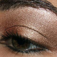Foto 1 de 5 de la galería look-de-fiesta-ojos-marrones en Trendencias