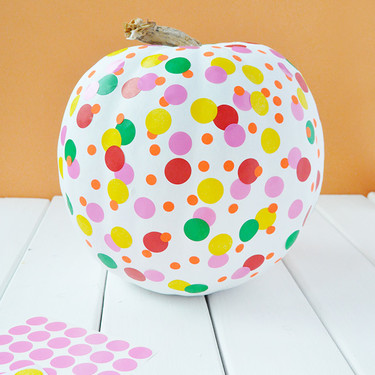 Hazlo tú mismo: una calabaza de Halloween inspirada en las obras de Yayoi Kusama