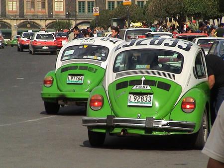 México D.F. dice adiós a los taxis 'vochos'