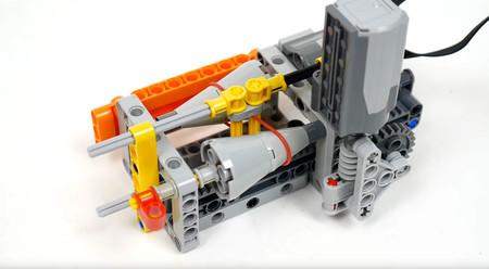El sencillo funcionamiento de una caja de cambios CVT, explicado en vídeo con piezas de Lego