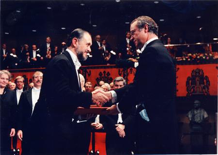 Doctor Mario Molina Recibiendo Premio Nobel Quimica 1995