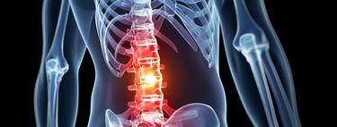 Por qué debes dejar de realizar crunches abdominales y cómo varía la carga según la inclinación de la columna