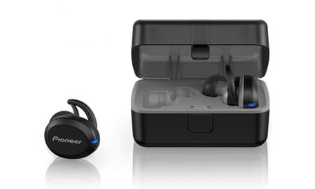 En MeQuedoUno, unos auriculares deportivos inalámbricos como los Pioneer SE-E8TW, sólo cuestan hoy 84,99 euros