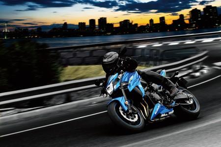 La Suzuki GSX-S750 se da la vuelta para el carnet A2 y ahora tiene sólo 47 CV por 8.699 euros
